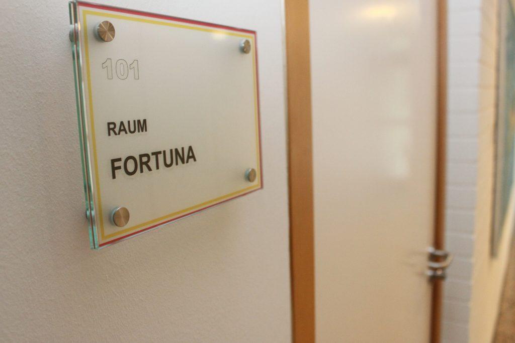 """www.traeumdichlotto.de I Im Raum """"Fortuna"""" empfängt LottoBW seine Millionäre - so auch den Rekordgewinner aus dem Schwarzwald."""